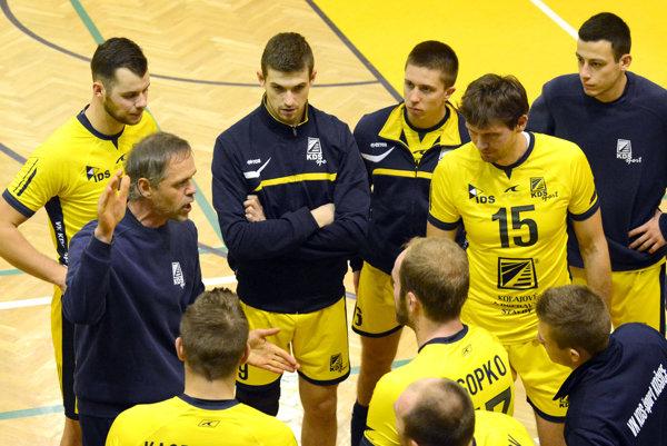 Vypadnutie zpohára hodili Košičania za hlavu. Kpohode vkabíne prispeli aj čerstvé narodeniny Miloša Labika (vpravo).