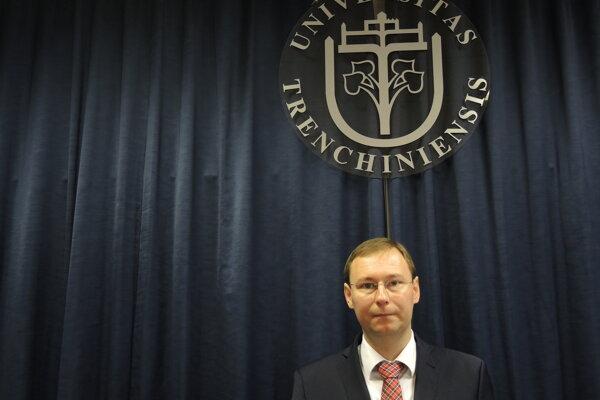 Akademický senát univerzity v stredu do funkcie rektora opätovne zvolil Jozefa Habánika.