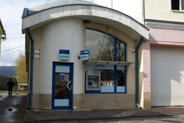 Banku v centre Oslian navštívil včera neznámy lupič.