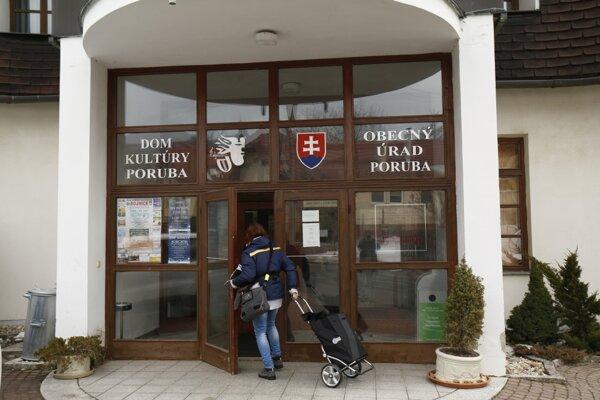 Obecný úrad v Porube.
