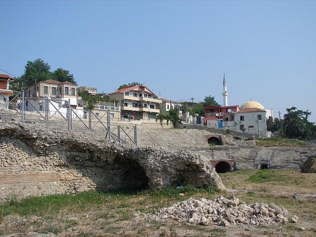 Rímsky amfiteáter patrí medzi najstaršie pamiatky v meste.