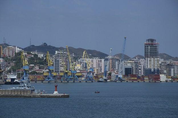 Prístav v meste Durres je najvýznamnejším v Albásnku.