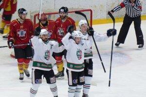 Budú sa takto tešiť hokejisti Skalice v zápasoch s Topoľčanmi aj v play-off?