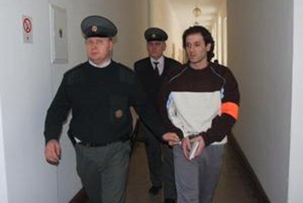 Proces s Petrom F. sa ťahal tak dlho, že odsúdeného vraha  museli pustiť na slobodu.