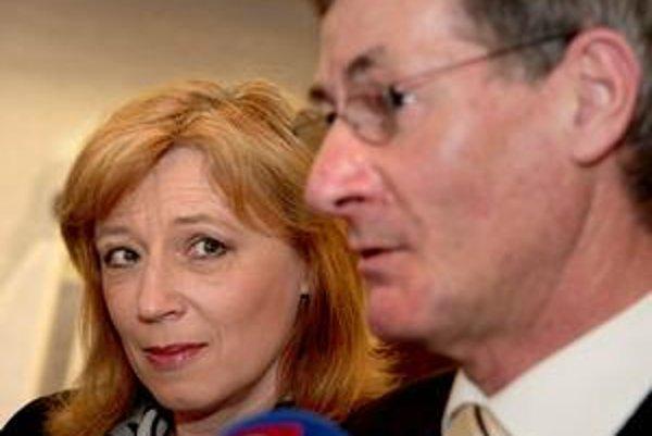 Radičová nemá istotu, že ju budú voliť všetci voliči KDH. Predseda strany Hrušovský jej sľubuje podporu.