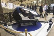 Prototyp autonómneho drona Ehang 184 vystavený v Dubaji.