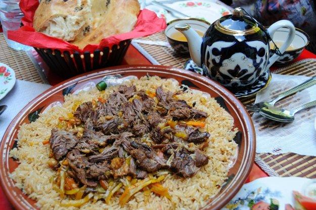 Tradičný uzbecký plov patri k najlepším jedlám krajiny.