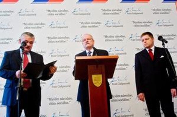 Prezident si k sebe zavolal dvoch lídrov vládnych strán, Jána Slotu a Roberta Fica.