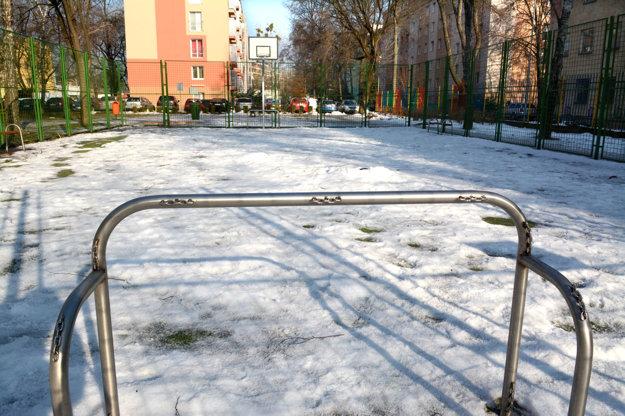 Športové ihrisko. Na Severe jedno stojí, ďalšie vznikne blízko Čárskeho ulice.