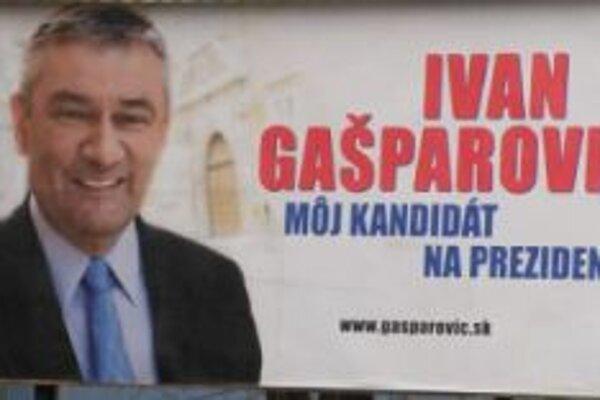 Ján Slota volí Ivana Gašparoviča.