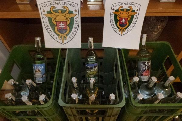 Colníci zaistili nelegálne cigarety a alkohol