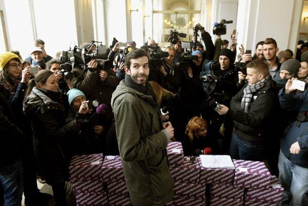 V Budapešti vyzbierali na vypísanie referenda vyše dvojnásobok potrebných podpisov.