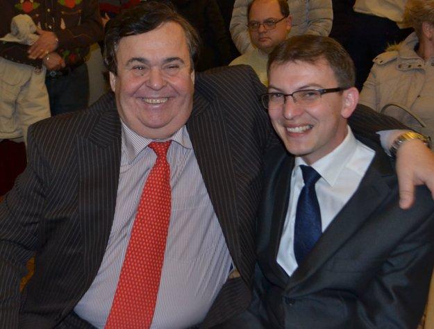Krstný otec publikácie Budiná Ladislav Kováč (vľavo) so starostom Budinej Marianom Čerpákom.