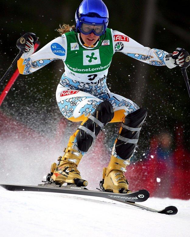 Veronika Zuzulová v roku 2005 počas slalomu v Santa Caterine.