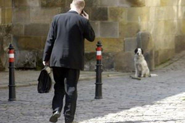 Súkomné hovory zo služobných telefónov mestá netolerujú