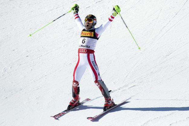 Marcel Hirscher oslavuje druhé zlato.