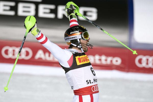Marcel Hirscher oslavuje víťazstvo.