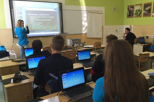 Obchodná akadémia v Liptovskom Mikuláši poskytuje žiakom už viac ako 20 rokov úplné stredné ekonomické vzdelanie.