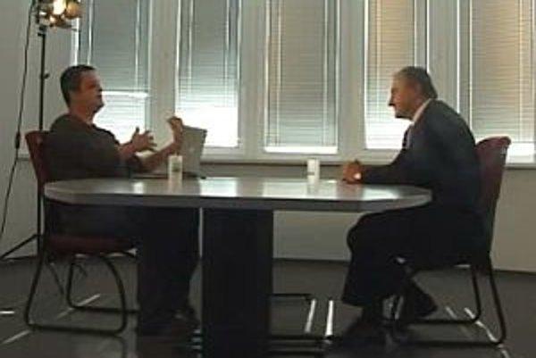 Predseda Strany maďarskej koalície Pál Csáky v diskusii s Karolom Sudorom.