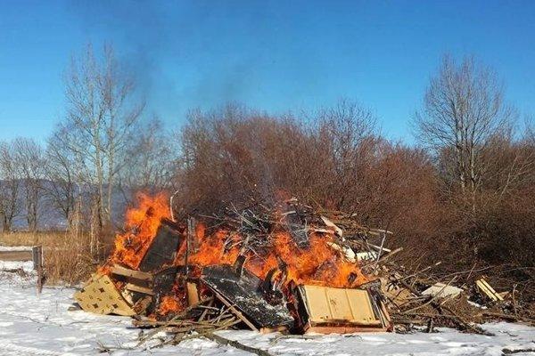 V poriadku to nie je, ani keby pálili len bioodpad.