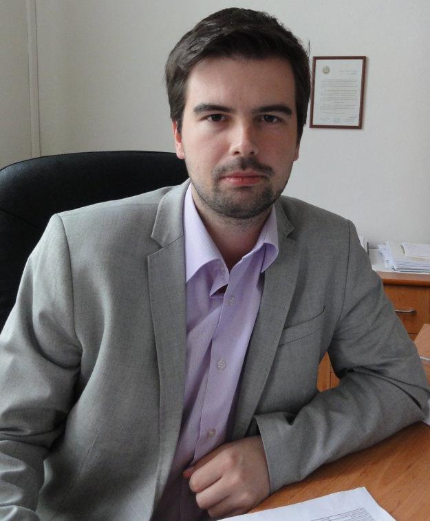 Advokát Martin Cimrák žasne nad nečinnosťou polície. Podľa neho si policajti v Zlatých Moravciach uľahčujú prácu.