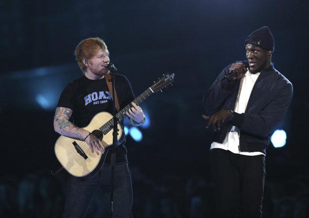 Počas večera vystúpil aj folker Ed Sheeran, ktorý čoskoro vydá svoj nový album Divide.