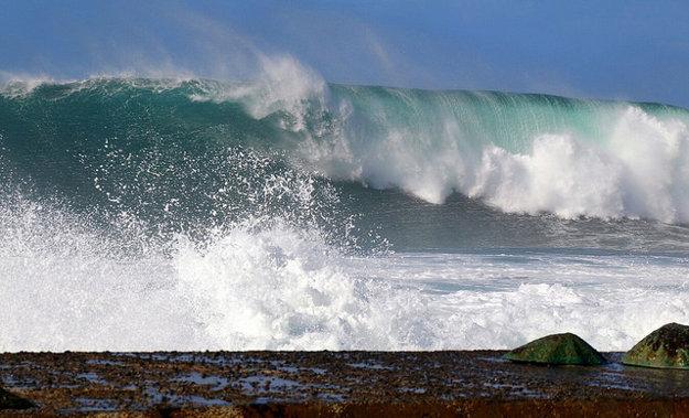 Okrem teploty vzduchu a vody je prekážkou kúpania sa na Tenerife v niektorom období roka vlnobitie.