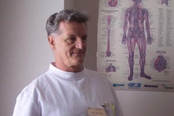 Primár Andrej Mihál upozorňuje, že trombolýza je účinná len pri rýchlom privezení pacienta po mozgovej príhode do nemocnice.