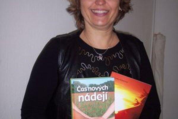 Lenke Gaherovej zatiaľ vyšli dve knihy. Na ďalších pracuje. Námety na poviedky čerpá zo života.