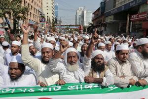 Ulicami Dháky pochodovali tisíce ľudí.