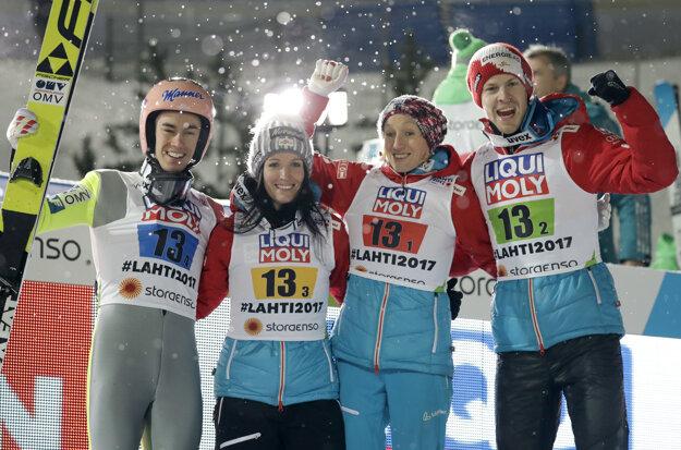 Strieborní Rakúšania zľava - Andreas Welling, Jacqueline Seifriedsbergerová, Daniela Iraschková-Stolzová a Michael Hayböck.