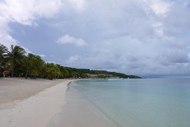 Pláž na ostrove Roatán.