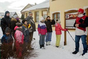 Privítanie na náučnom chodníku Po stopách meteoritu vo Vavrečke.