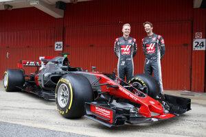 Vo farbách Haasu budú v budúcej sezóne jazdiť Romain Grosjean (vpravo) a Kevin Magnussen.