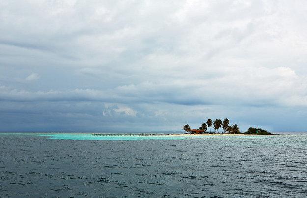 Pri pobreží nájdete desiatky pôvabných ostrovov.