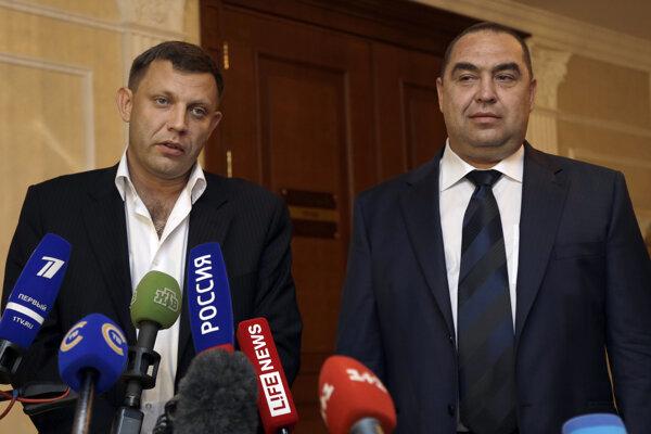 Vodca doneckých separatistov Alexander Zacharčenko a líder Luhanska Igor Plotnickij.