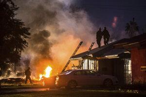 Na obytnú zónu v Kalifornii spadlo malé lietadlo, neprežili štyria ľudia