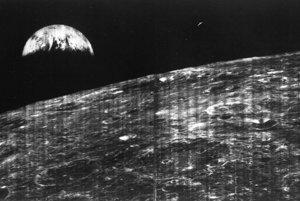 Prvý záber Zeme od Mesiaca urobila sonda Lunar Orbiter 1 23. augusta 1966.
