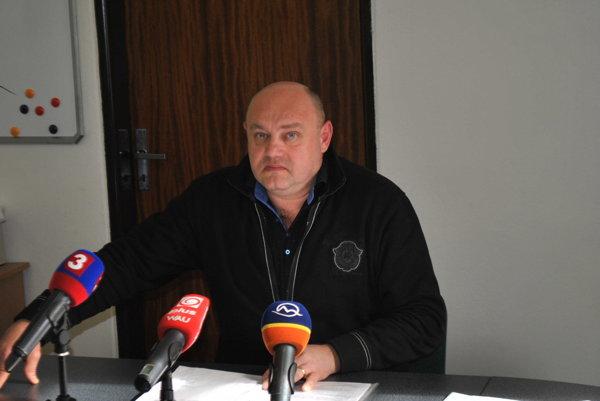 Adrián Šust.