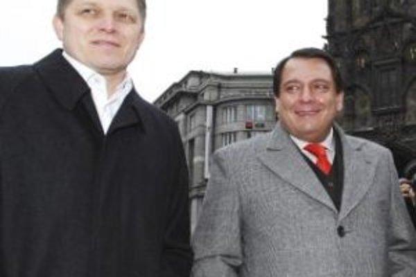 Premiér Fico a Paroubek na januárovom stretnutí v Prahe.