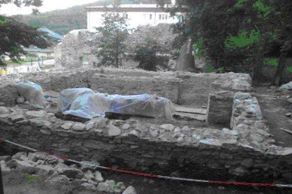 Reštaurovanie ruín kláštora.