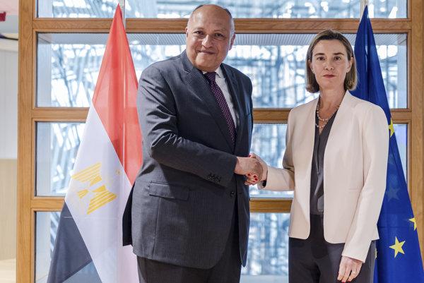 Mogheriniová s ministrom egyptskej diplomacie Samehom Shoukrym.