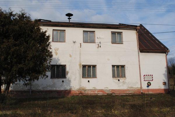 Kultúrny dom vBorove. Budova je vo veľmi zlom stave.