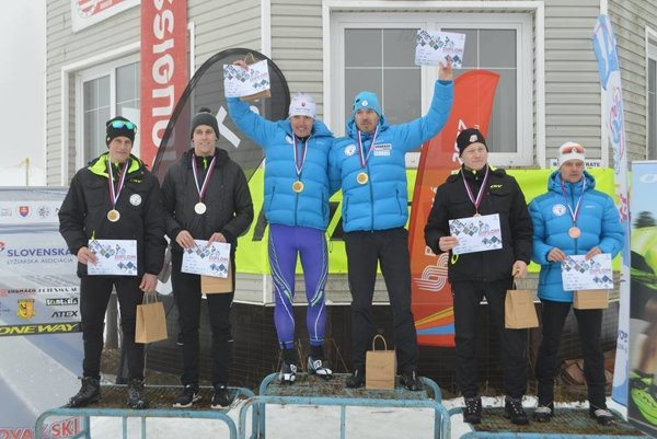 Tímšprint mužov a juniorov. Uprostred víťazi Peter Žiška, Peter Mlynár (ŠKP Vysoké Tatry), vľavo druhí Erik Urgela, Martin Kapšo, vpravo tretí David Brünn, Michal Polačko (všetci MKL Kremnica).