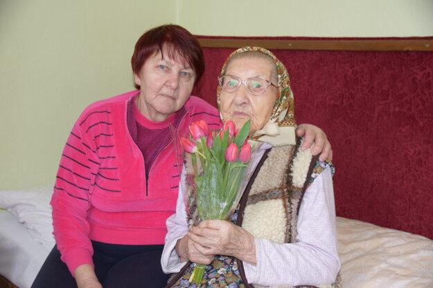 Kvety babka Veronika milovala a teší sa z nich aj dnes.