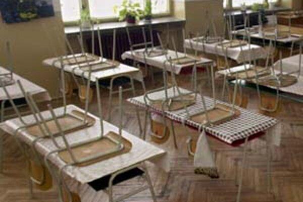 Chorých žiakov pribúda, v ďalších školách vyhlásili chrípkové prázdniny.