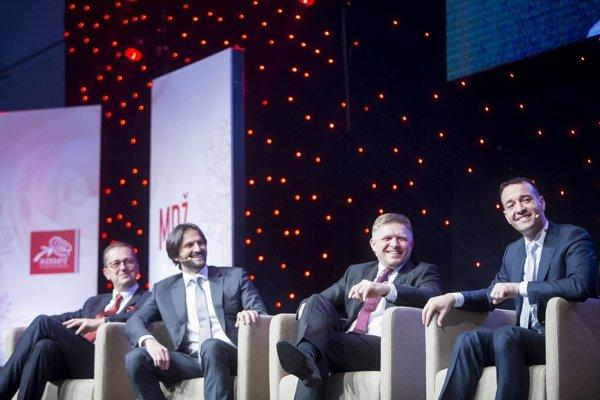 Minister Drucker (vpravo) sa začal prikláňať k Smeru.