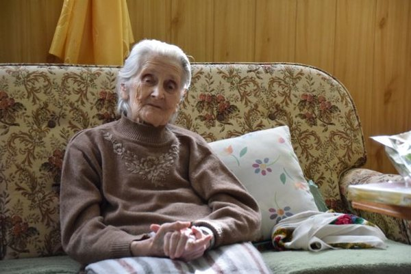 Babka Apolénka prežíva jeseň života v Dome opatrovateľskej služby v Nesluši.