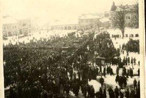 Na štátnom pohrebe 12. marca sa zišlo v Brezne množstvo ľudí.