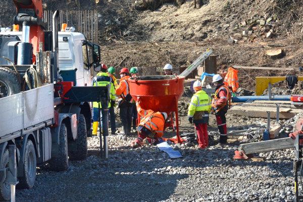 Stavebná činnosť. Stavbári by mali mať hotový celý úsek do decembra 2019.